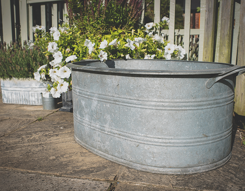 Prop Hire – Large Galvanised Steel Tub